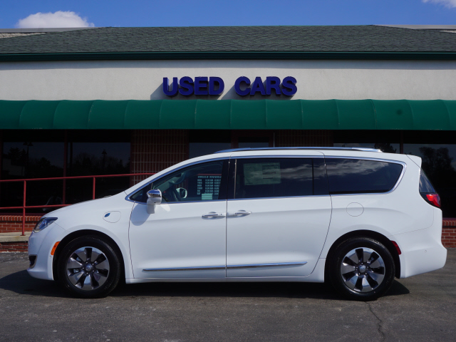 Pre-Owned 2017 Chrysler Pacifica Platinum